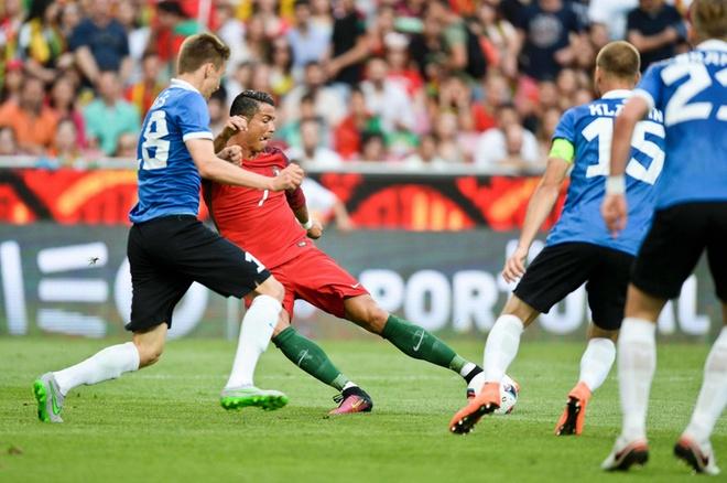 Ronaldo lap cu dup, DT Bo Dao Nha thang Estonia 7-0 hinh anh 1