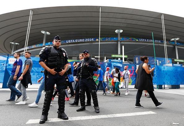 Khai mac Euro 2016: Cuong nhiet voi DJ va Zara Larsson hinh anh 9