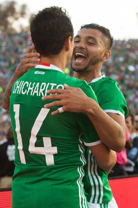 Mexico vs Jamaica (2-0): Chicharito toa sang hinh anh 19