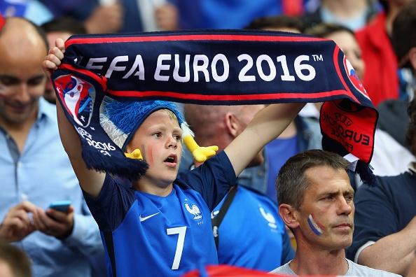 Khai mac Euro 2016: Cuong nhiet voi DJ va Zara Larsson hinh anh 23