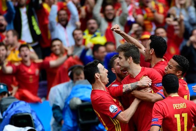 Tay Ban Nha vs CH Czech (1-0, KT): Pique toa sang hinh anh