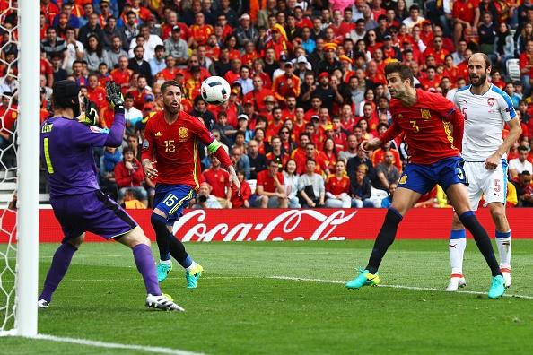 Tay Ban Nha vs CH Czech (1-0, KT): Pique toa sang hinh anh 29