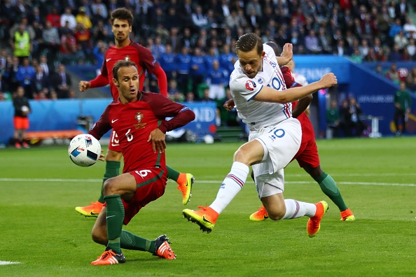 Bo Dao Nha vs Iceland (1-1): Ronaldo gay that vong hinh anh 17