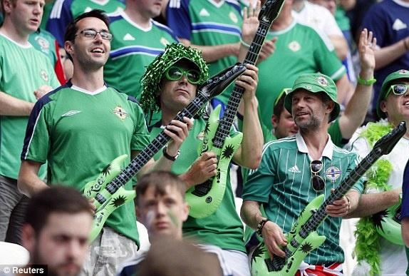 Ukraine vs Bac Ireland (0-2): Chien thang lich su hinh anh 1