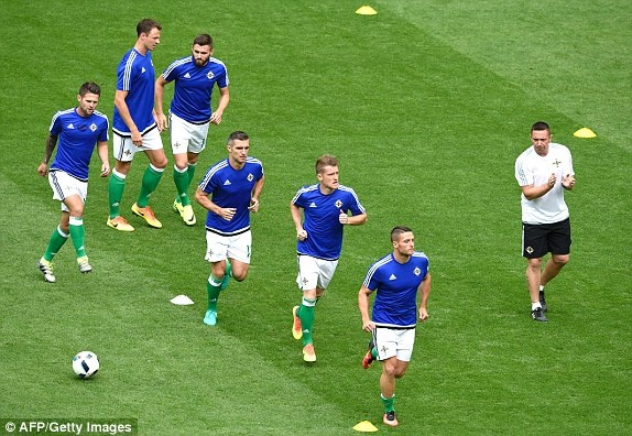 Ukraine vs Bac Ireland (0-2): Chien thang lich su hinh anh 3