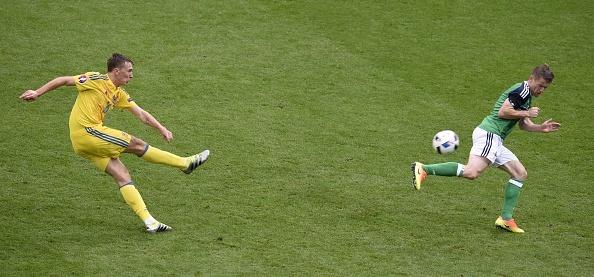 Ukraine vs Bac Ireland (0-2): Chien thang lich su hinh anh 6