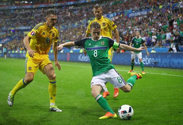 Ukraine vs Bac Ireland (0-2): Chien thang lich su hinh anh 9