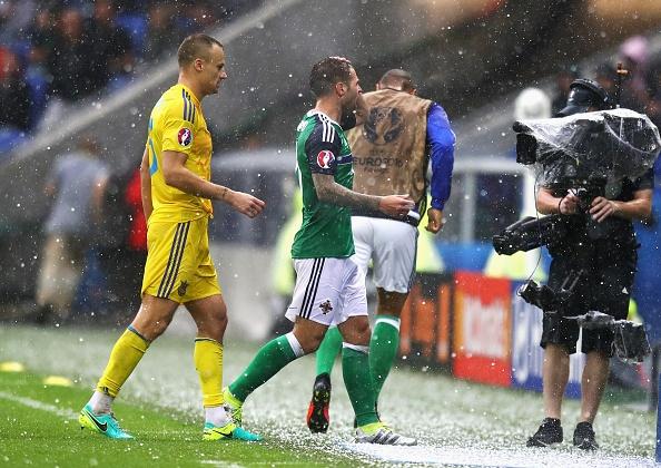 Ukraine vs Bac Ireland (0-2): Chien thang lich su hinh anh 10