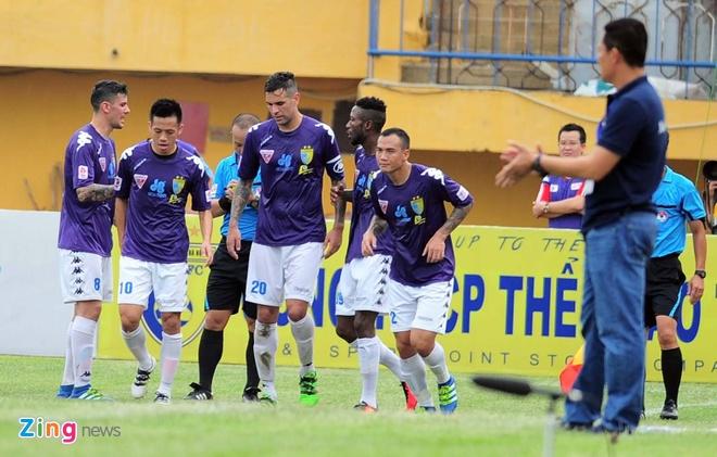 Ha Noi T&T vs HAGL (3-0): Tan binh Brazil gay that vong hinh anh 11