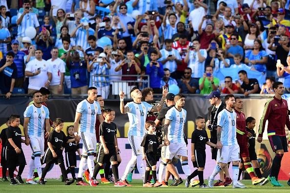 Argentina vs Venezuela (4-1): Messi kien tao va ghi ban hinh anh 6