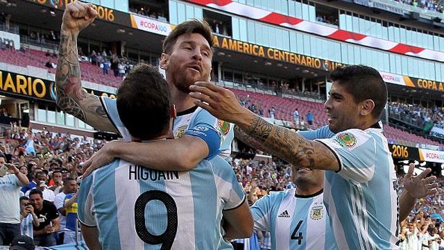 Argentina vs Venezuela (4-1): Messi kien tao va ghi ban hinh anh