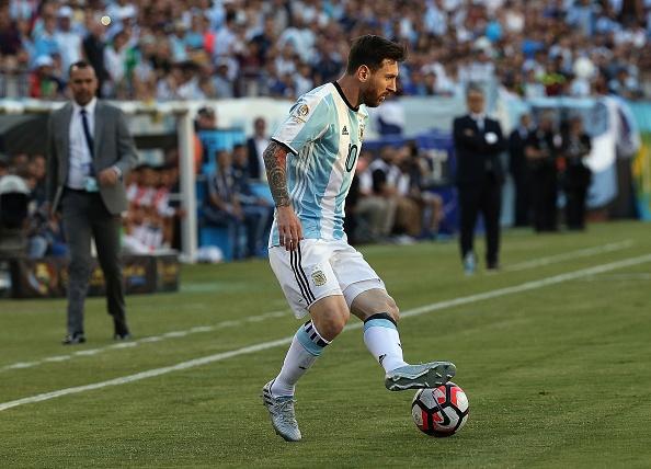 Argentina vs Venezuela (4-1): Messi kien tao va ghi ban hinh anh 8