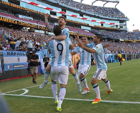 Argentina vs Venezuela (4-1): Messi kien tao va ghi ban hinh anh 9