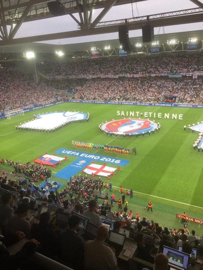 Anh vs Slovakia: Joe Hart noi dien vi Smalling hinh anh 10