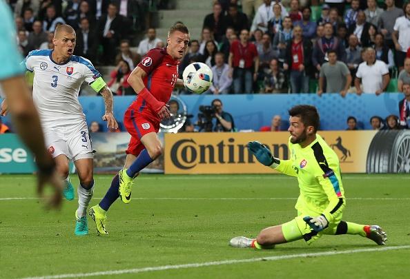 Anh vs Slovakia: Joe Hart noi dien vi Smalling hinh anh 11