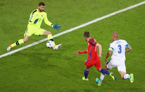 Anh vs Slovakia: Joe Hart noi dien vi Smalling hinh anh 12