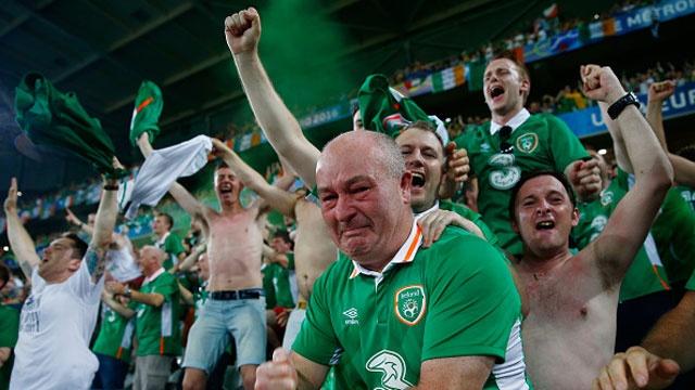 CDV tran nuoc mat khi CH Ireland danh bai Italy hinh anh