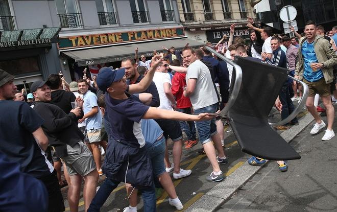 CDV danh nhau, xa rac, dot phao o Euro 2016 hinh anh 5