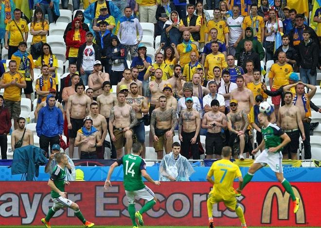 CDV danh nhau, xa rac, dot phao o Euro 2016 hinh anh 11