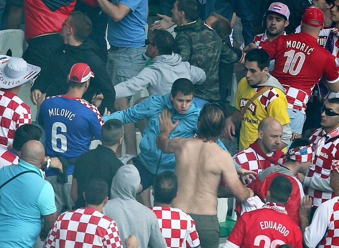 CDV danh nhau, xa rac, dot phao o Euro 2016 hinh anh 4