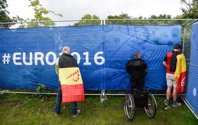 CDV danh nhau, xa rac, dot phao o Euro 2016 hinh anh 1