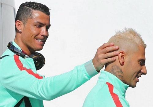 Ronaldo va Quaresma - tinh ban dac biet tai Euro 2016 hinh anh