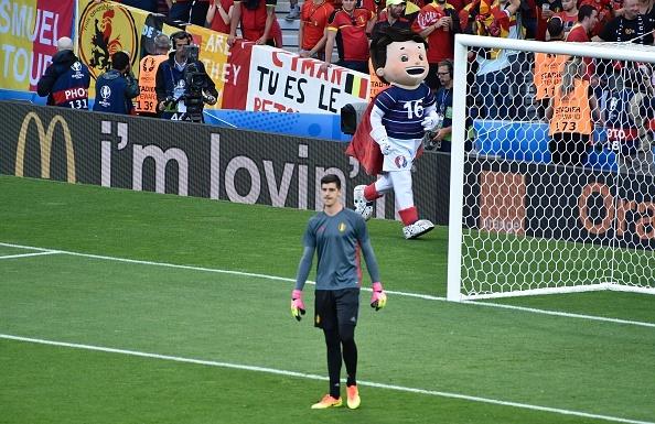 Bi vs Hungary (4-0): Hazard kien tao, ghi ban hinh anh 4
