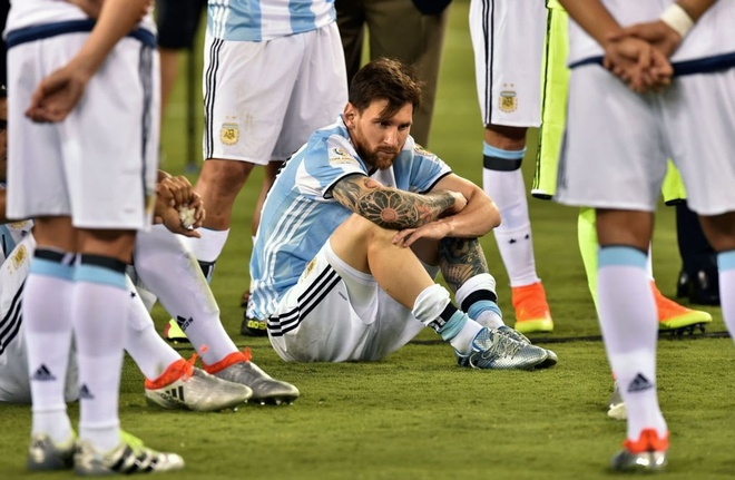 Tong thong Argentina thuyet phuc Messi dung giai nghe hinh anh 1