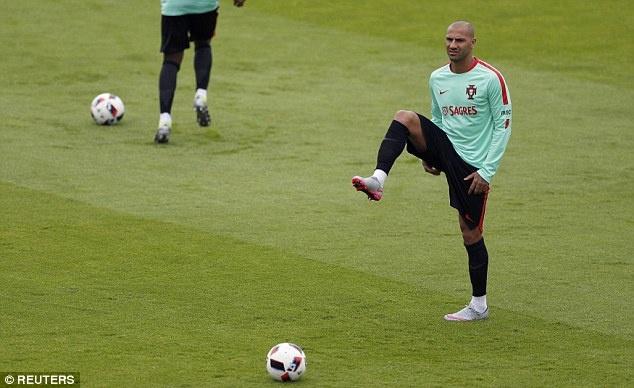 Ronaldo khoe co bap truoc tu ket Euro 2016 hinh anh 8