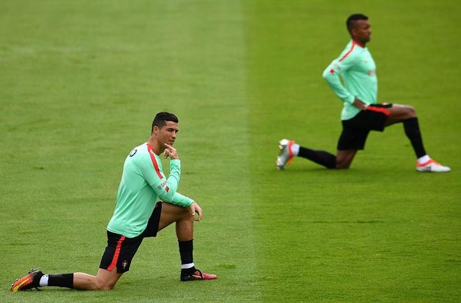 Ronaldo khoe co bap truoc tu ket Euro 2016 hinh anh 4