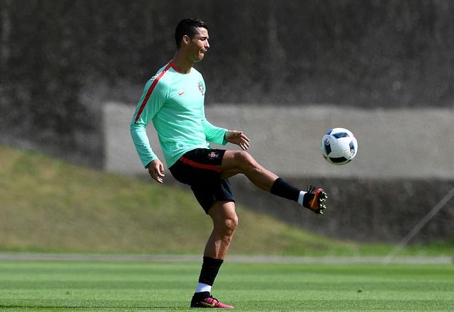 Ronaldo choi bong ngau hung truoc tu ket Euro 2016 hinh anh 6