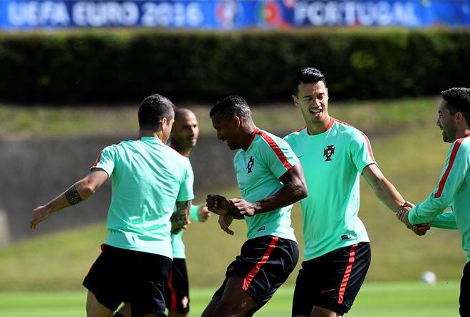 Ronaldo choi bong ngau hung truoc tu ket Euro 2016 hinh anh 10