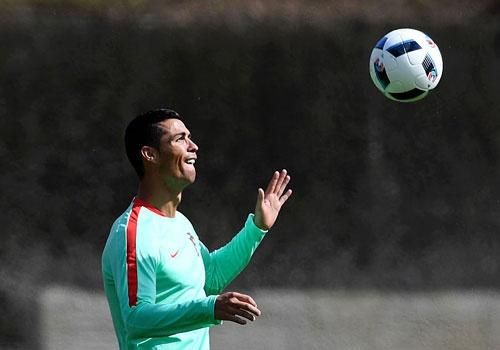 Ronaldo bieu dien ky thuat hinh anh