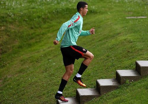 Ronaldo chay leo doc ren the luc truoc ban ket Euro 2016 hinh anh