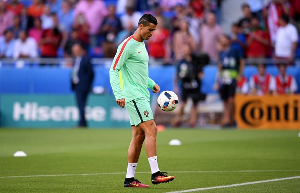 Ronaldo ghi ban va kien tao, Bo Dao Nha vao chung ket Euro hinh anh 9