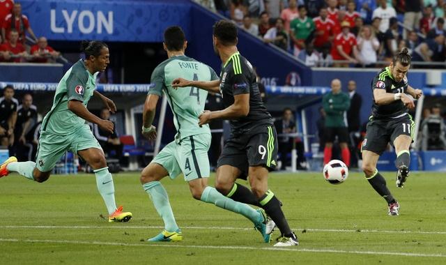 Ronaldo ghi ban va kien tao, Bo Dao Nha vao chung ket Euro hinh anh 13