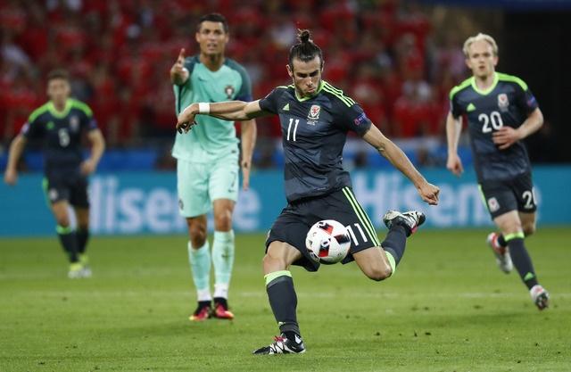 Ronaldo ghi ban va kien tao, Bo Dao Nha vao chung ket Euro hinh anh 20