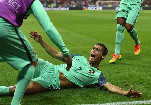 Ronaldo an mung phan khich khi vao chung ket Euro 2016 hinh anh