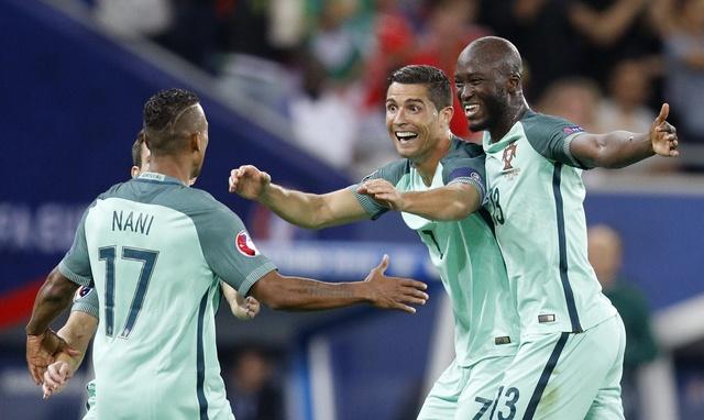 Ronaldo ghi ban va kien tao, Bo Dao Nha vao chung ket Euro hinh anh 18