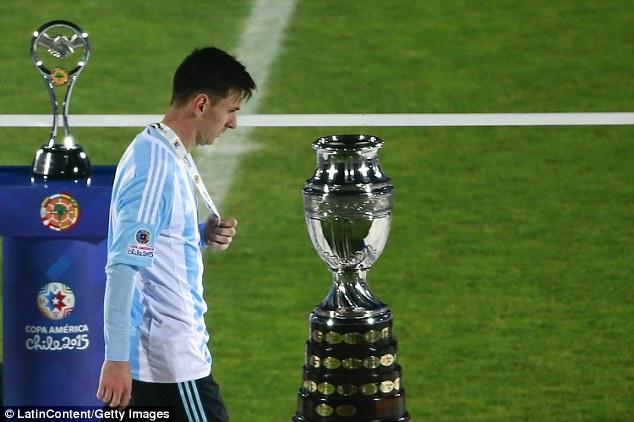 Tong thong Argentina xac nhan Messi khong giai nghe hinh anh 1