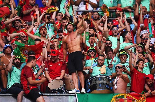 Fan nu nong bong co vu chung ket Euro 2016 hinh anh 9