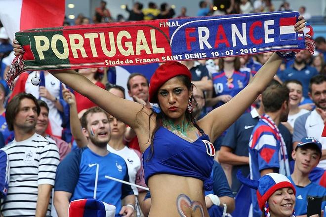 Fan nu nong bong co vu chung ket Euro 2016 hinh anh 2