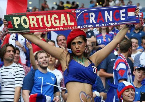 Fan nu nong bong co vu chung ket Euro 2016 hinh anh