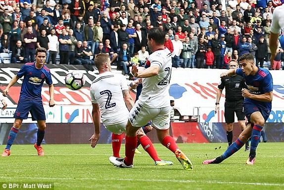 Jose Mourinho ra mat MU suon se voi tran thang 2-0 hinh anh 14