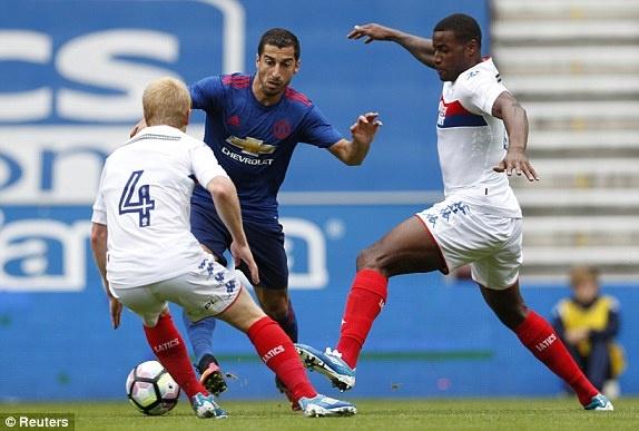 Jose Mourinho ra mat MU suon se voi tran thang 2-0 hinh anh 6