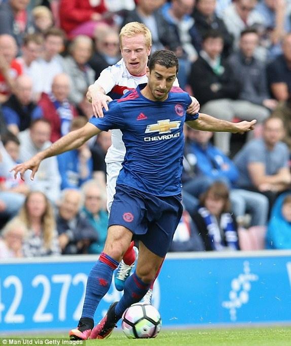 Jose Mourinho ra mat MU suon se voi tran thang 2-0 hinh anh 9