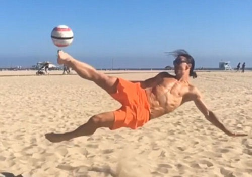 Ibrahimovic the hien ky thuat dinh cao hinh anh