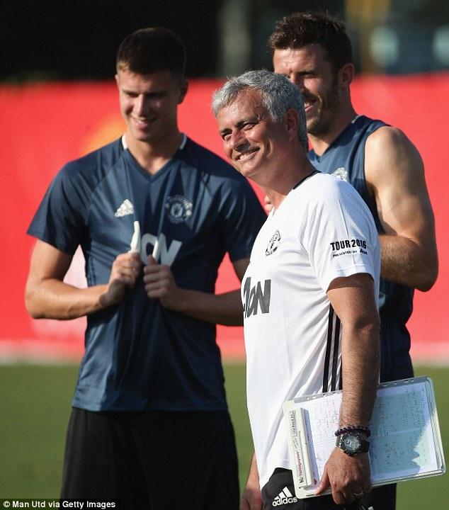 Mourinho de lo 2 doi hinh MU truoc tran gap Dortmund hinh anh 3