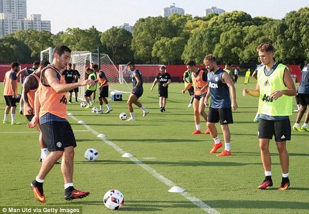 Mourinho de lo 2 doi hinh MU truoc tran gap Dortmund hinh anh 7
