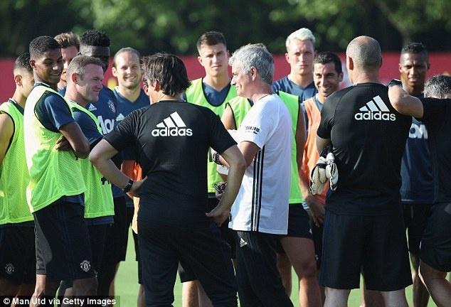 Mourinho de lo 2 doi hinh MU truoc tran gap Dortmund hinh anh 5